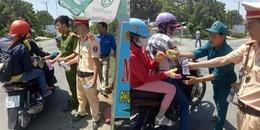 Hình ảnh đẹp nhất hôm nay: CSGT phát nước, bánh miễn phí cho người dân trên đường về quê ăn Tết