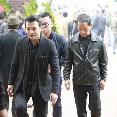 Trương Ngọc Ánh thất thần trong đám tang bố, Trần Bảo Sơn ra Hà Nội viếng bố vợ cũ