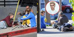 yan.vn - tin sao, ngôi sao - Siêu sao của thế giới nhưng Justin Bieber vẫn ngồi lề đường, trò chuyện gần gũi cùng người vô gia cư