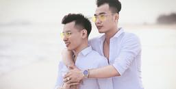 Cặp đôi đồng giới sắp đám cưới: 'Phải vào bếp phụ nấu ăn, dọn dẹp mới lấy được lòng nhà bạn trai'