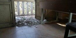 Đóng cửa phòng học nguy hiểm sau tai nạn vữa rơi trúng đầu học sinh