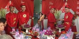 Cặp đôi đồng tính nam hạnh phúc đeo vàng kín người trong ngày cưới