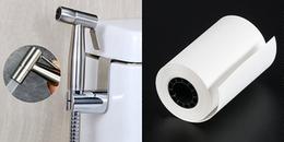 Đọc xong bài này, bạn sẽ biết nên dùng giấy hay vòi xịt sau khi đi vệ sinh