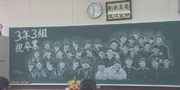 Cô giáo thức suốt 14 tiếng để vẽ chân dung cả lớp lên bảng vào buổi học cuối cùng