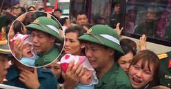 Ông bố bỉm sữa khóc hết nước mắt khi chia tay vợ trẻ con thơ để lên đường nhập ngũ