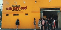"""Bức tường vàng 'thần thánh"""" ở Đà Lạt sau khi 'hồi sinh', lại khiến giới trẻ xếp hàng dài để chụp ảnh"""