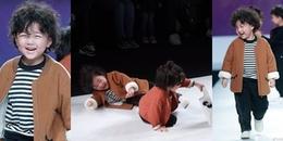 Mẫu nhí ngã lăn trên sàn catwalk và đây là cách ứng biến khiến cả khán phòng 'cười vỡ bụng'