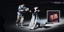 Chân bị thương không đi nổi, Kai (EXO) vẫn liều mình lên sân khấu biểu diễn khiến netizen bội phục