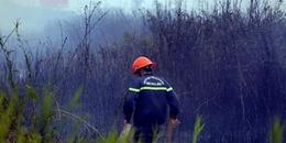 Cháy cỏ trên đường Nguyễn Hữu Thọ, uy hiếp đường dây 220KV Nhà Bè - Phú Mỹ