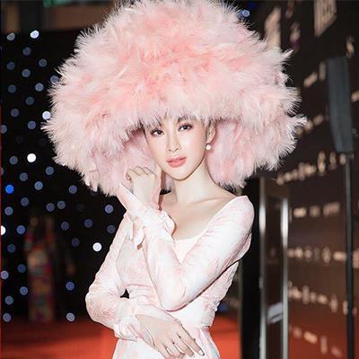 VIFW 2018: Netizen Việt gay gắt, chê thẳng trang phục của loạt sao dự sự kiện
