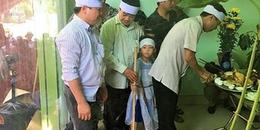 Bệnh nhân tử vong ở Bệnh viện Hà Đông: Những đứa trẻ ngơ ngác trong lễ tang cha