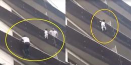Thót tim cảnh anh hùng tay không leo 4 tầng lầu để giải cứu cậu bé bị treo lơ lửng ngoài ban công