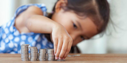 Mách ba mẹ việc dạy con về vấn đề tiền bạc: Làm sao cho đúng?