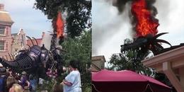Rồng robot tại công viên bất ngờ bốc cháy ngùn ngụt trong khi vẫn hoạt động bình thường