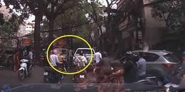 Thấy xe bán tải đi ngược chiều, anh Tây liền chặn đầu xe rồi vung tay tát tài xế, đấm vỡ kính ô tô