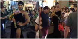 'Thánh catwalk' Sinon Loresca gây 'náo loạn' phố Bùi Viện và chợ Bến Thành vì màn thả dáng quá hot