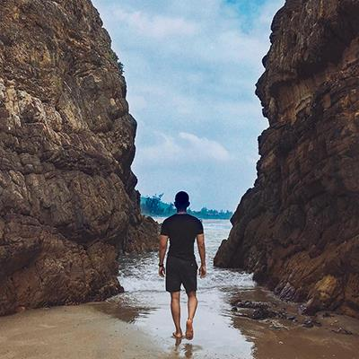 Dừng chân ở Bãi Đá Nhảy, khám phá một bãi biển kỳ lạ nhất Việt Nam