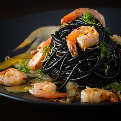 """""""Ngất ngây"""" với những món ăn không thể ngầu hơn nhờ màu đen huyền bí"""
