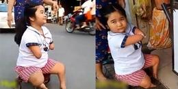 Xót xa bé gái cụt tay chân hàng ngày đi mua đồ ăn nuôi mẹ trong bệnh viện