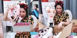 Phản ứng của Hòa Minzy khi bất ngờ được fan tặng quần áo lót và gối ôm hình BTS
