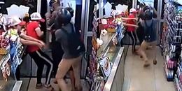 Cướp giật công khai ngay tại cửa hàng tiện lợi khiến CĐM hoang mang vì quá táo tợn!