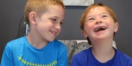 Cậu bé với ánh mắt trìu mến dành cho em trai bị Down khiến hàng triệu trái im tan chảy
