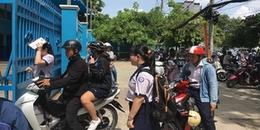 Chiều nay, thí sinh Sài Gòn đội nắng đến điểm thi, có thí sinh để quên giấy dự thi dù đã cận giờ