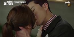 Quá chán cảnh hôn hụt, thư ký Kim chủ động ra tay giành lấy nụ hôn thực sự