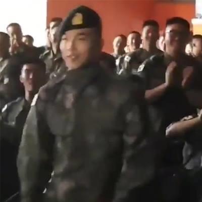 Fan sốt rần rần trước hình ảnh Taeyang trình diễn mini concert tại sự kiện quân đội Hàn Quốc