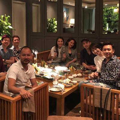 Không chỉ đi ăn, Bảo Anh - Hồ Quang Hiếu còn ngồi cạnh nhau như chưa hề có cuộc chia ly
