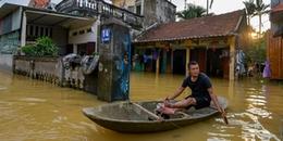 Người ngoại thành Hà Nội ăn ngủ trên thuyền chờ nước rút