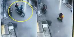 Clip: Mẹ bế con bị tên cướp giật táo tợn kéo lê trên đường phố Sài Gòn