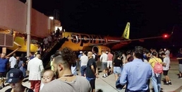 Máy bay phải hạ cánh khẩn cấp vì mùi lạ quá kinh khủng, nghi là mùi hôi chân