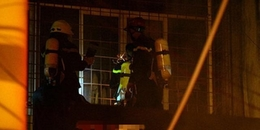 """Hà Nội: Cháy lớn giữa đêm, phá """"chuồng cọp"""" giải cứu nhiều người mắc kẹt"""