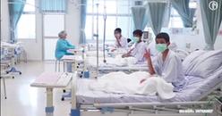 Các cầu thủ nhí Thái Lan xuất hiện lần đầu tiên sau tai nạn bị kẹt trong hang động.