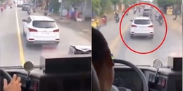 Tài xế ô tô 'giả điếc' cản đường xe cứu hoả đi làm nhiệm vụ ở Sài Gòn bị xử phạt tước bằng lái xe