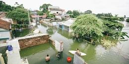 Chùm ảnh: Người dân Hà Nội vật lộn với cảnh thiếu nước, không điện do ngập lụt đã hơn 1 tuần nay