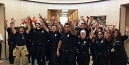 Cộng đồng mạng phát sốt với thử thách 'hát nhép' siêu vui nhộn của lực lượng cảnh sát Mỹ