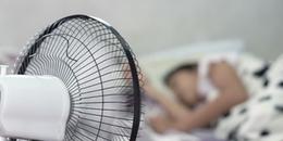 Cảnh báo từ chuyên gia: Ngủ với quạt có thể gây hại đến sức khỏe, thậm chí dẫn tới nguy cơ đột quỵ