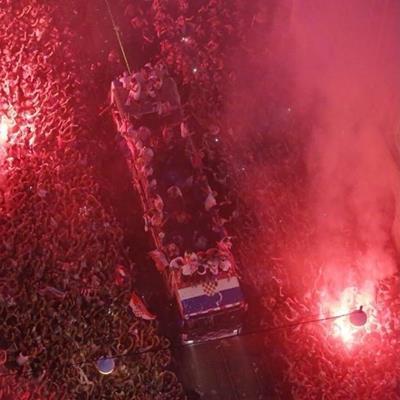 Chùm ảnh: Modric và các đồng đội được các CĐV Croatia chào đón như những người hùng