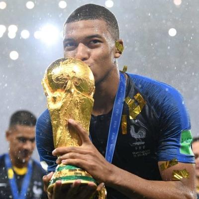 Xúc động trước nghĩa cử cao đẹp của Kylian Mbappe sau trận chung kết World Cup 2018
