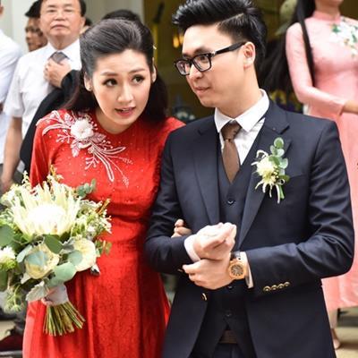 Á hậu Tú Anh lộ bụng bầu trong đám cưới với ông xã thiếu gia?