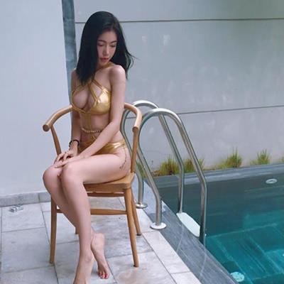 Elly Trần lại diện bikini hở bạo, để lộ hình xăm khủng khu vực nhạy cảm