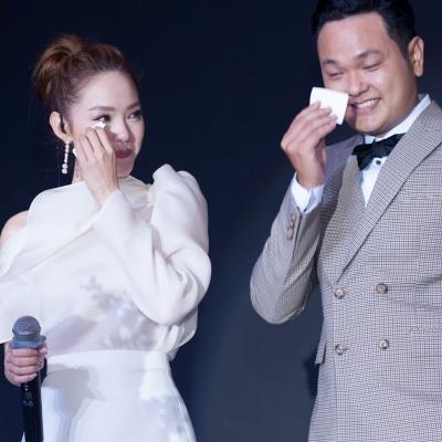 Khả Ngân diện đầm giản dị, Minh Hằng bật khóc nức nở trong đám cưới của em trai