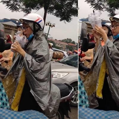 Hình ảnh cô gái hồn nhiên uống trà sữa dưới  mưa đang làm nhiều dân mạng trụy tim vì quá dễ thương