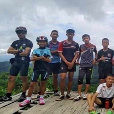 Nóng: Toàn bộ 12 cậu bé và huấn luyện viên của đội bóng Thái Lan đã ra khỏi hang an toàn