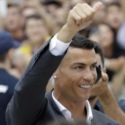 Ronaldo thưởng tiền tip