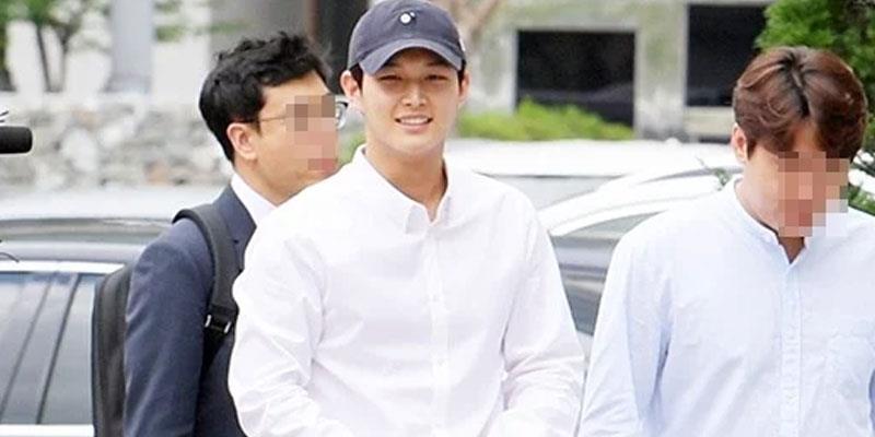 yan.vn - tin sao, ngôi sao - Lee Seo Won gây sốc khi cười tươi roi rói khi đi hầu tòa vì quấy rối tình dục