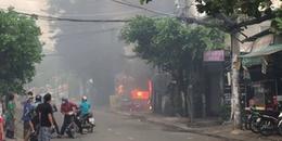 Cháy bãi xe ở Sài Gòn, thiêu rụi nhiều 'xế hộp'