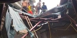 Hà Nội: Đứt cáp cần cẩu vật liệu xây dựng khi đang thi công công trình, 2 người bị thương